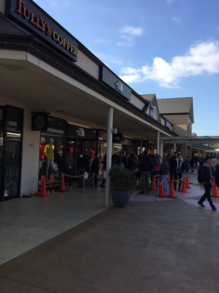 Congestion status of the Kisarazu Mitsui Outlet Park for the new year sale